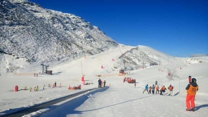 Ecologistas en Acción denuncia que ampliar el esquí con nieve artificial es una locura ambiental, climática y económica