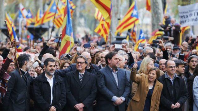 ¿Es inconstitucional que el Parlament vote sobre la monarquía pero es constitucional que la Asamblea de Madrid vote sobre la ilegalizacion de partido?