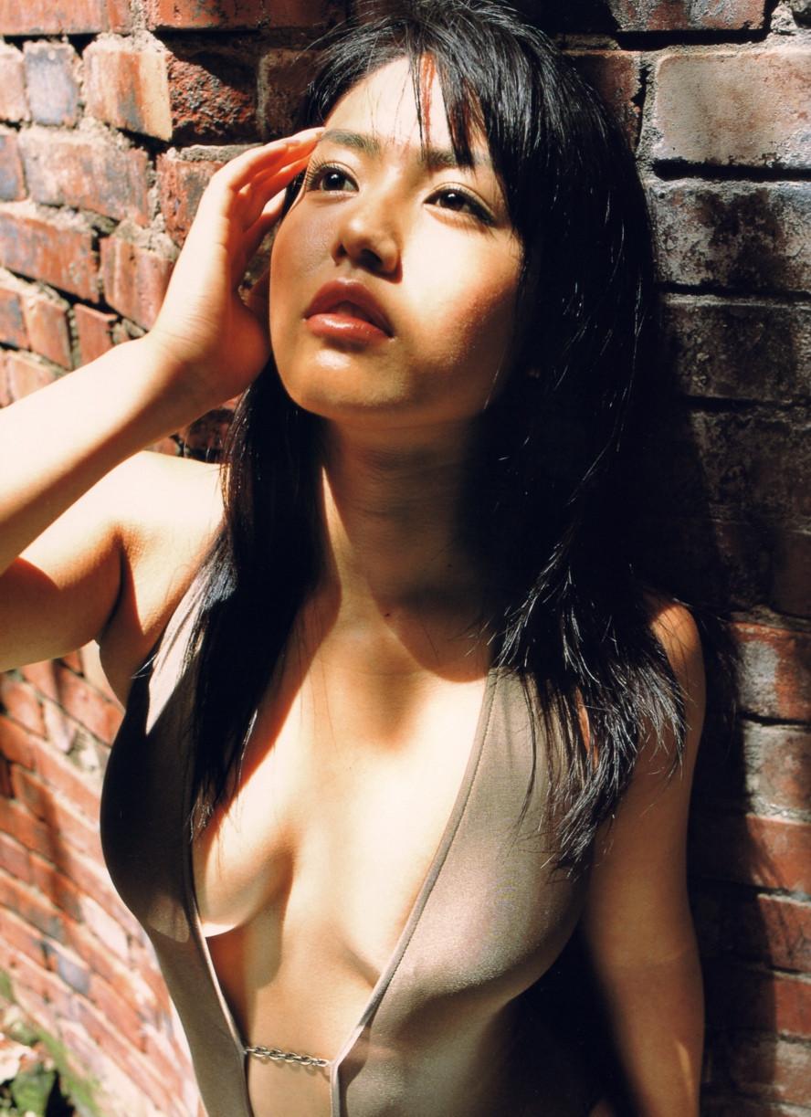 Isoyama-Sayaka-her-mavelous-youthful-days-057