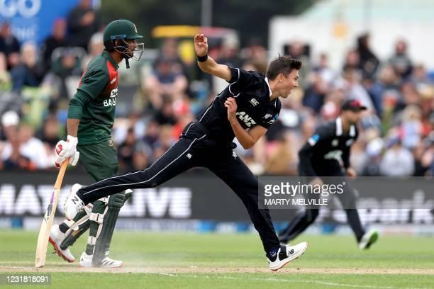 New-Zealand-s-Trent-Boult-bowls-past-Bangladesh-s-Taskin-Ahmed-back-during-the-1st-cricket-ODI-match