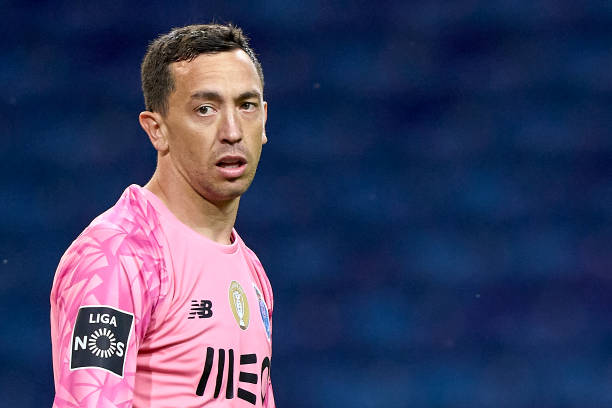 Agustin-Marchesin-of-FC-Porto-looks-on-during-the-Liga-NOS-match-between-FC-