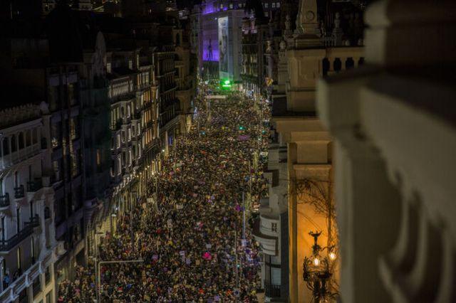 El 8-M vuelve a hacer historia: 375.000 manifestantes en Madrid