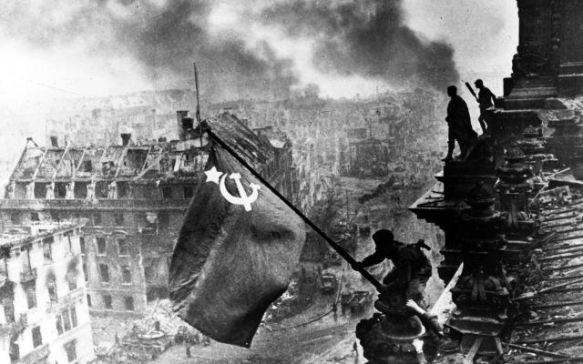 Setenta y cuatro años después de la victoria del Socialismo sobre el fascismo la alianza capitalismo-patriarcado nos sigue ahogando. Del nazismo a la teoría queer.