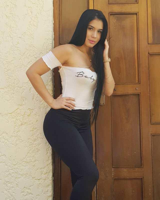 Roxana-Ventura-Wallpapers-Insta-Fit-Girls-12
