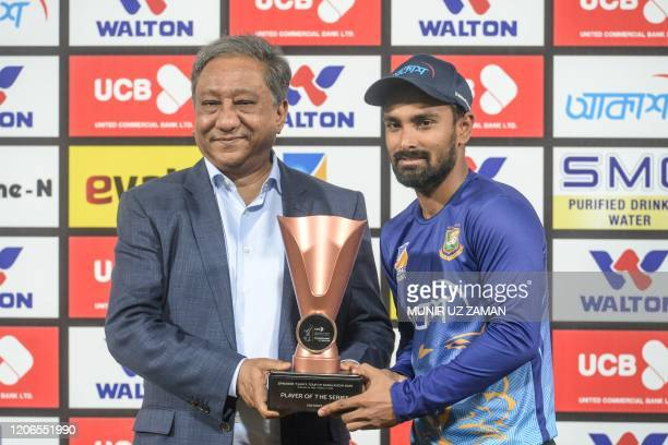 Bangladesh-s-Liton-Das-R-poses-for-photographs-along-with-Bangladesh-Cricket-Board-president-Nazmul-