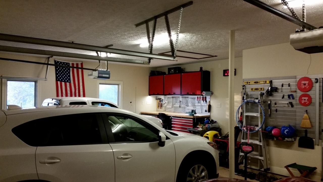 hight resolution of one car side toward garage door