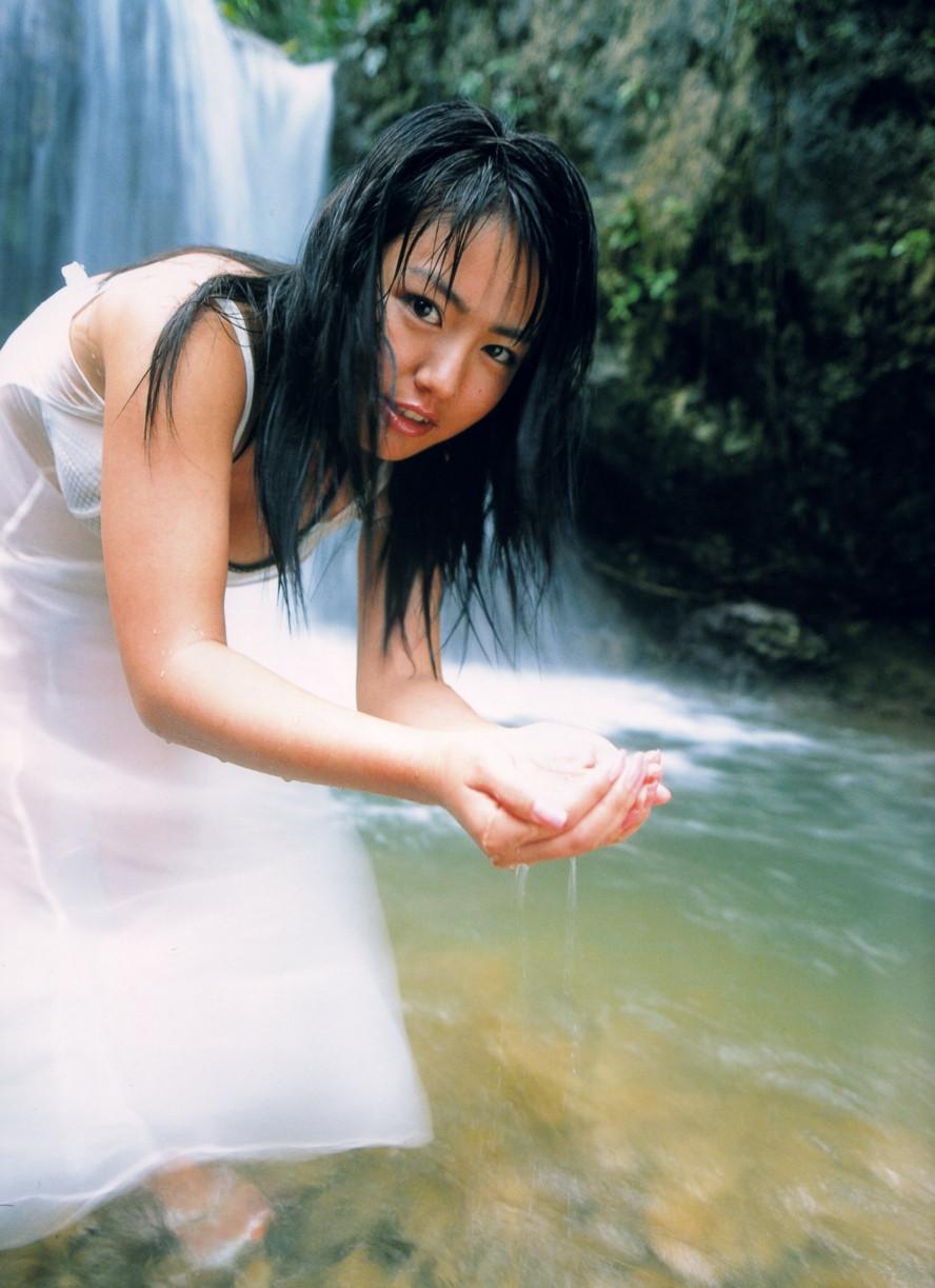 Isoyama-Sayaka-her-mavelous-youthful-days-004