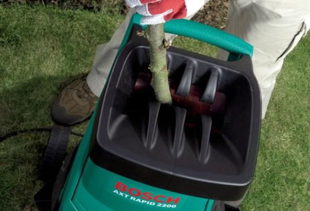 Реверс для садовых шредеров окажется незаменим, если крупное полено застрянет от дефицита мощности