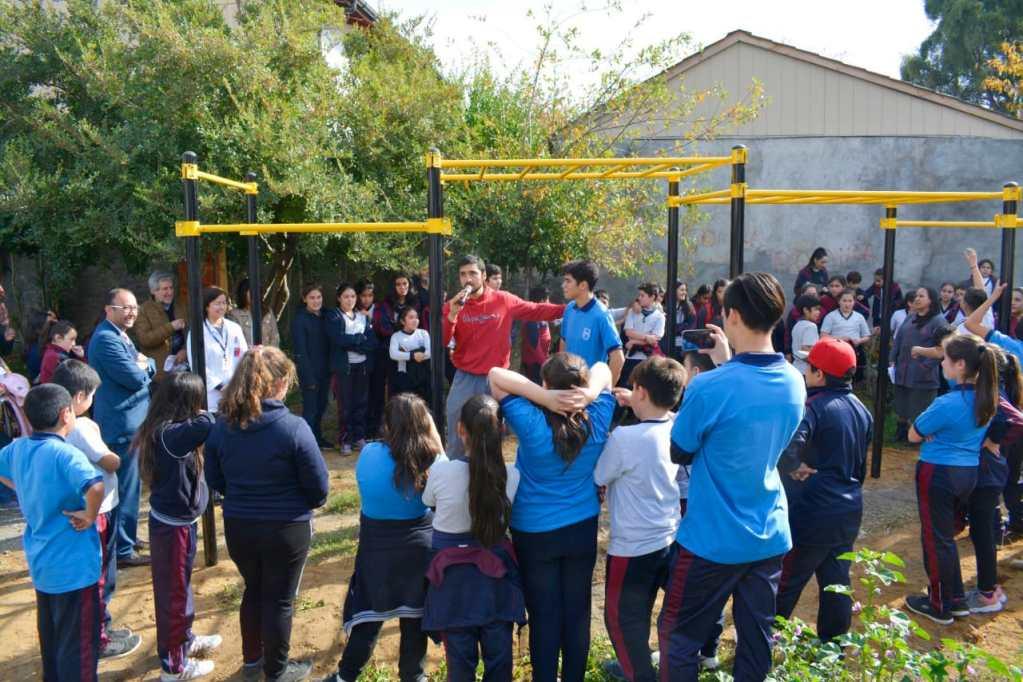 Inauguran juegos de calistenia en San Fabián.