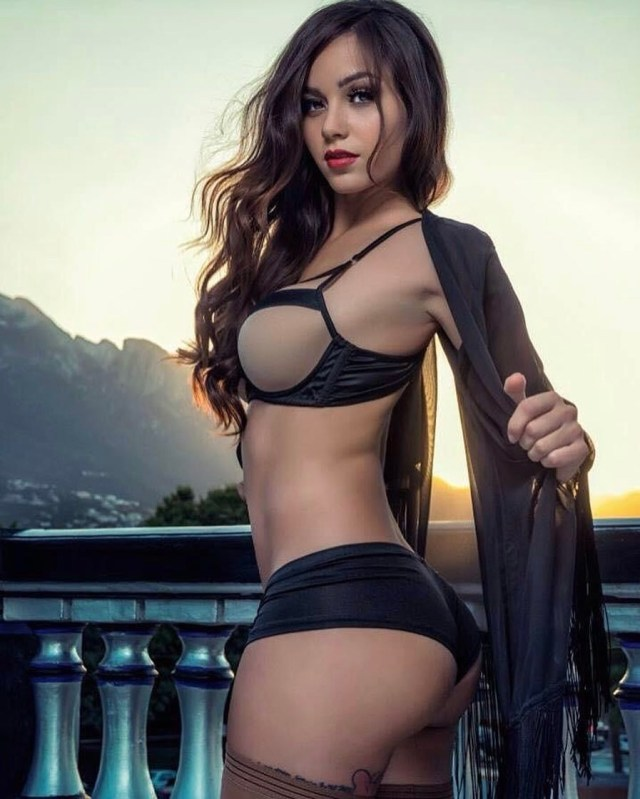 Melanie-Pavola-Wallpapers-Insta-Fit-Girls-5