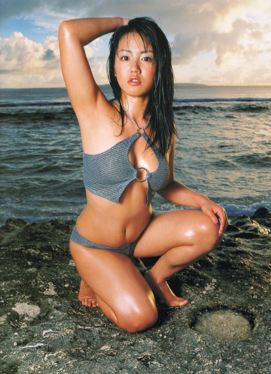Isoyama-Sayaka-her-mavelous-youthful-days-009