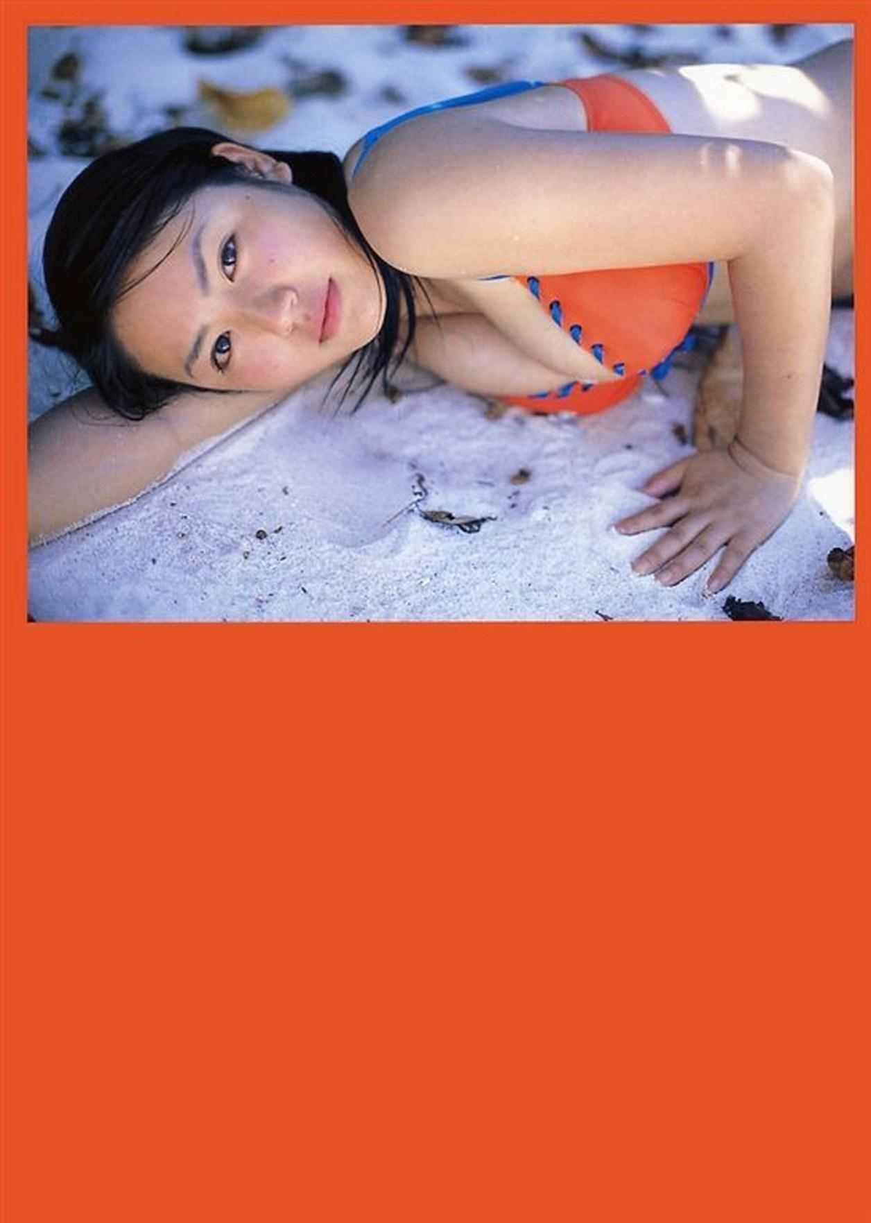 Isoyama-Sayaka-photobook-pre-pri-17-045
