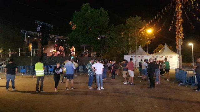 Lleno en el concierto-concentración en apoyo a Luis Pastor y su hijo en Aravaca