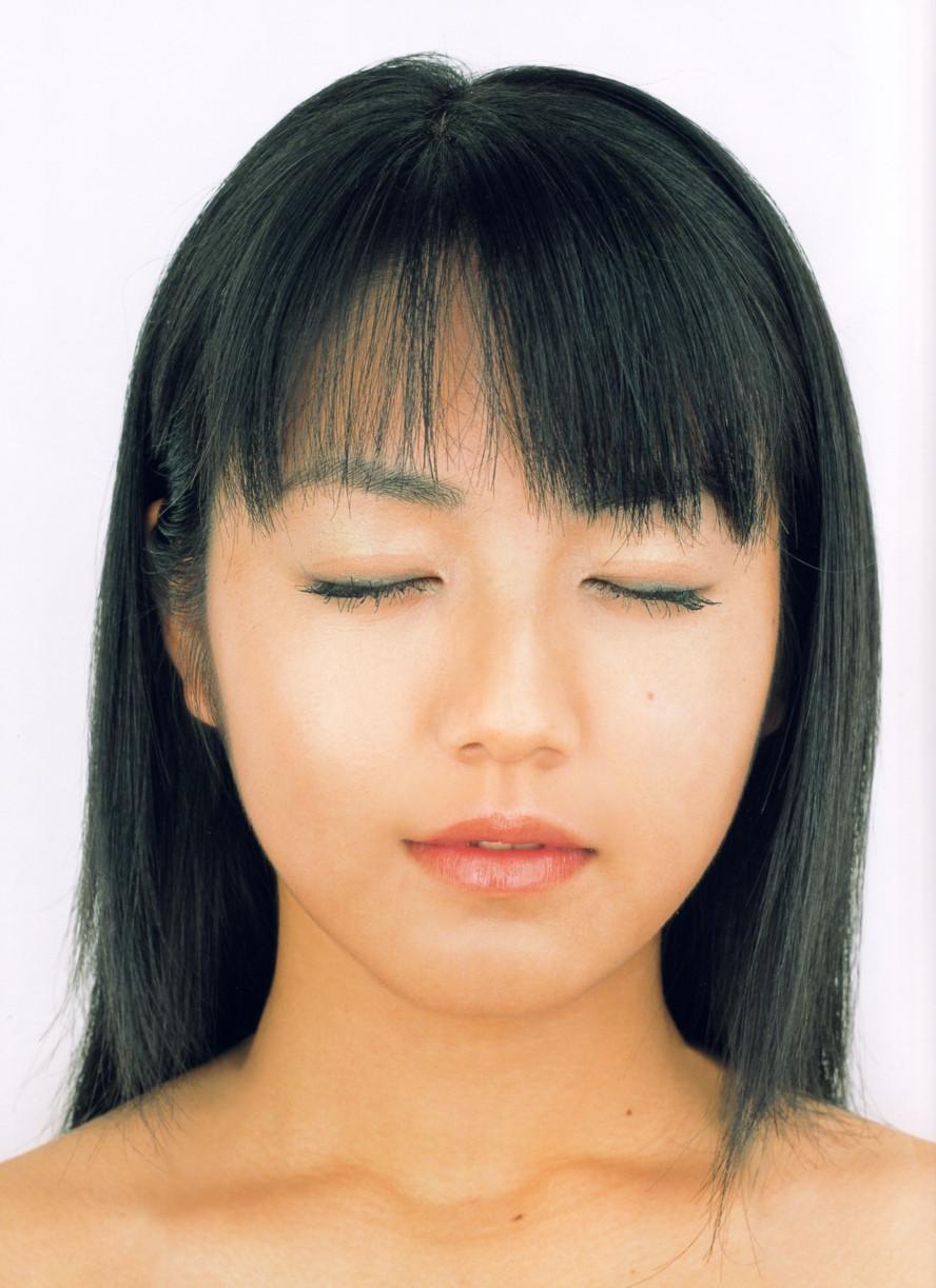 Isoyama-Sayaka-her-mavelous-youthful-days-067