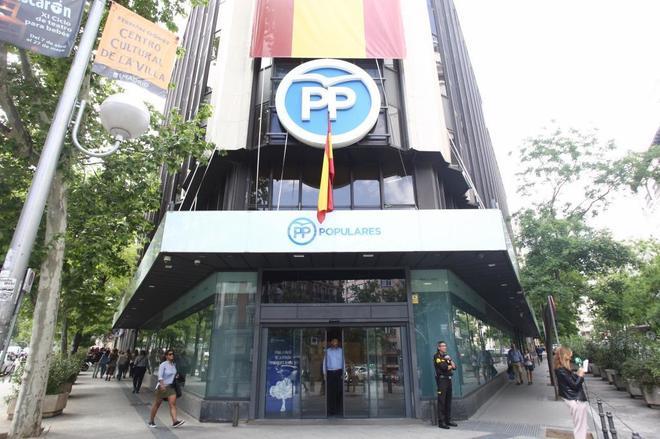 La Fiscalía etiqueta como terrorismo anarquista un leve ataque en la sede del PP en Madrid