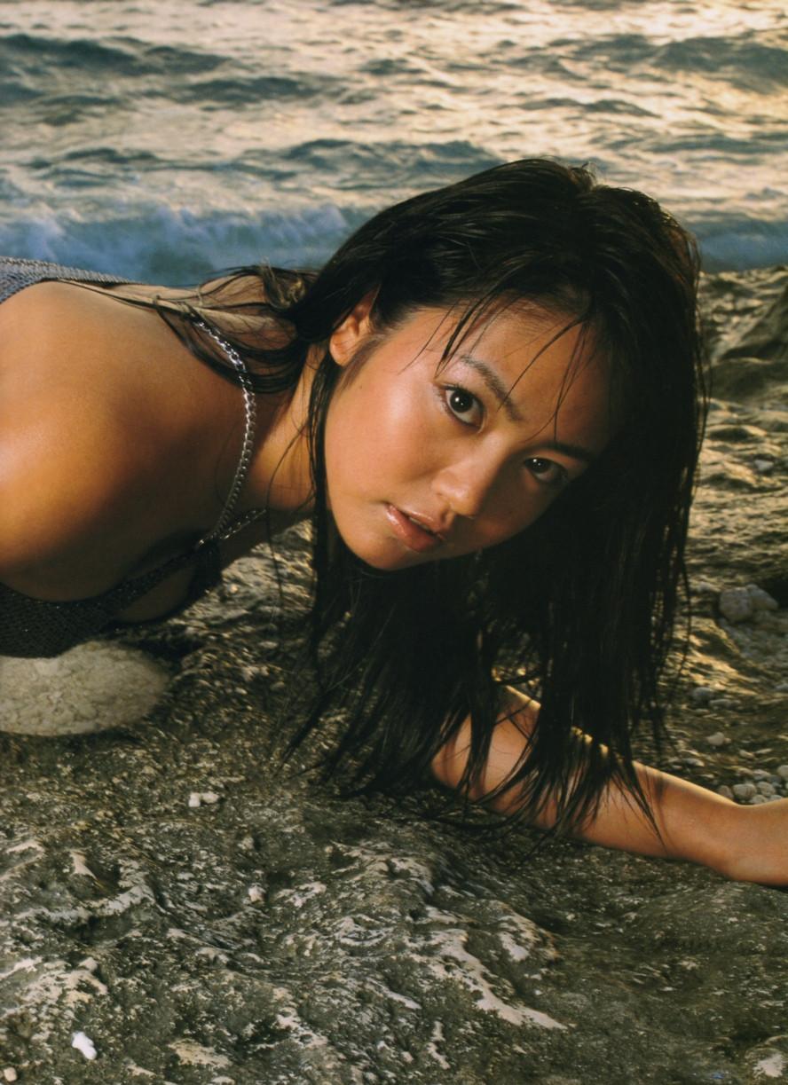 Isoyama-Sayaka-her-mavelous-youthful-days-035