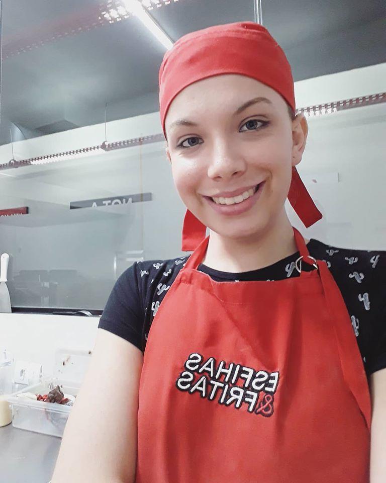 Mulher trans maringaense agradece rara oportunidade de emprego em esfirraria
