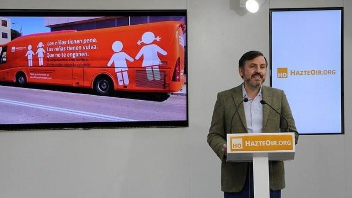 Comunicado de denuncia da propaganda da asociación de extrema dereita Hazte Oir aos centros educativos de Galicia