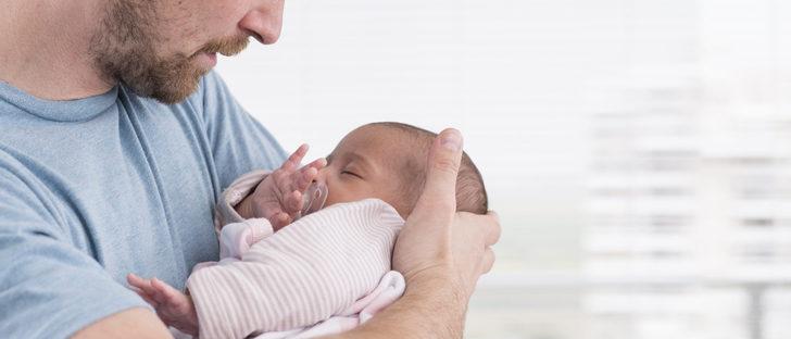 Hoy entra en vigor el permiso de paternidad de 8 semanas