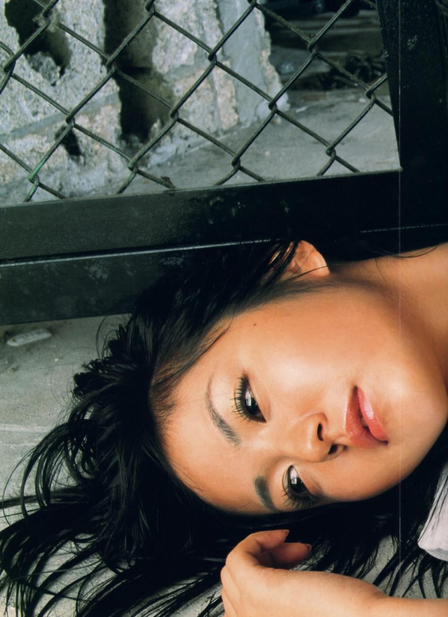 Isoyama-Sayaka-her-mavelous-youthful-days-046