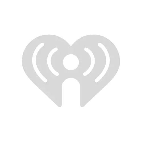 Radio Wallpaper Hd Amy Lee Summers Rocks A Sexy Pink Bikini Photos 107 9 Kbpi