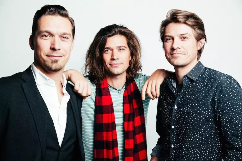Hanson Details Finally Its Christmas Album  Plans for