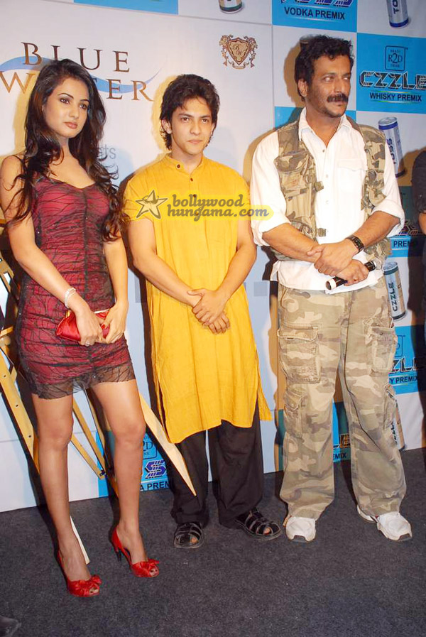 Sonal Chauhan, Aditya Narayan, Milind Gunaji