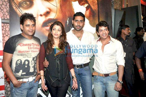 Ravi Kissen, Aishwarya Rai, Abhishek Bachchan, Ajay Gehi
