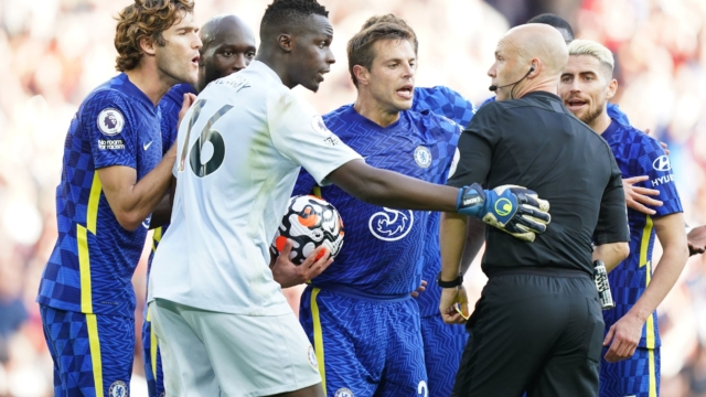 """Chelsea players plead with referee Anthony Taylor following his decision to award Liverpool a penalty kick during the Premier League match at Anfield, Liverpool. Picture date: Saturday August 28, 2021. PA Photo. See PA story SOCCER Liverpool. Photo credit should read: Mike Egerton/PA Wire. RESTRICTIONS: EDITORIAL USE ONLY No use with unauthorised audio, video, data, fixture lists, club/league logos or """"live"""" services. Online in-match use limited to 120 images, no video emulation. No use in betting, games or single club/league/player publications."""