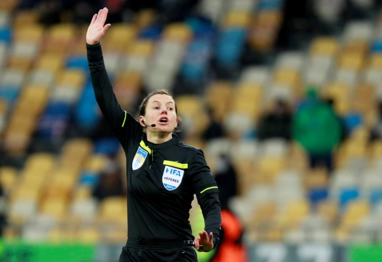 FILE PHOTO: Referee Kateryna Monzul gestures during the football match of the Ukrainian Premier League between Shakhtar Donetsk and FC Zorya Luhansk at the NSC Olympiyskiy stadium in Kyiv, Ukraine February 28, 2021. Picture taken February 28, 2021. REUTERS/Valentyn Ogirenko/File Photo