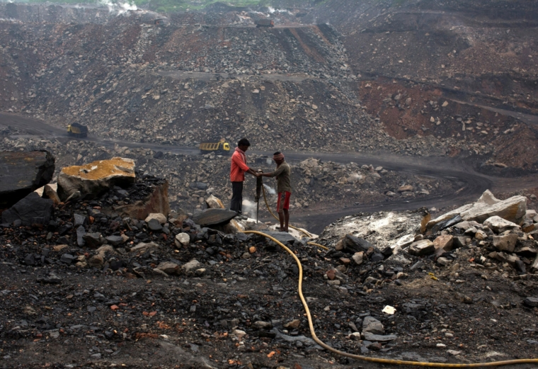 FILE PHOTO: Workers drill at an open cast coal field at Dhanbad district in the eastern Indian state of Jharkhand September 18, 2012. REUTERS/Ahmad Masood/File Photo