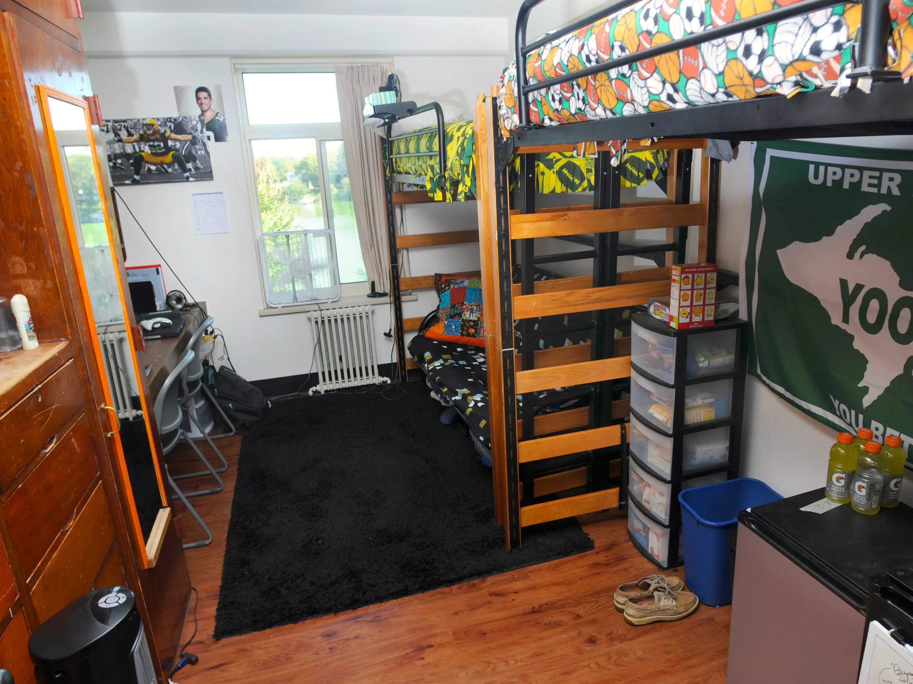 Easy Dorm Room Hacks Business Insider