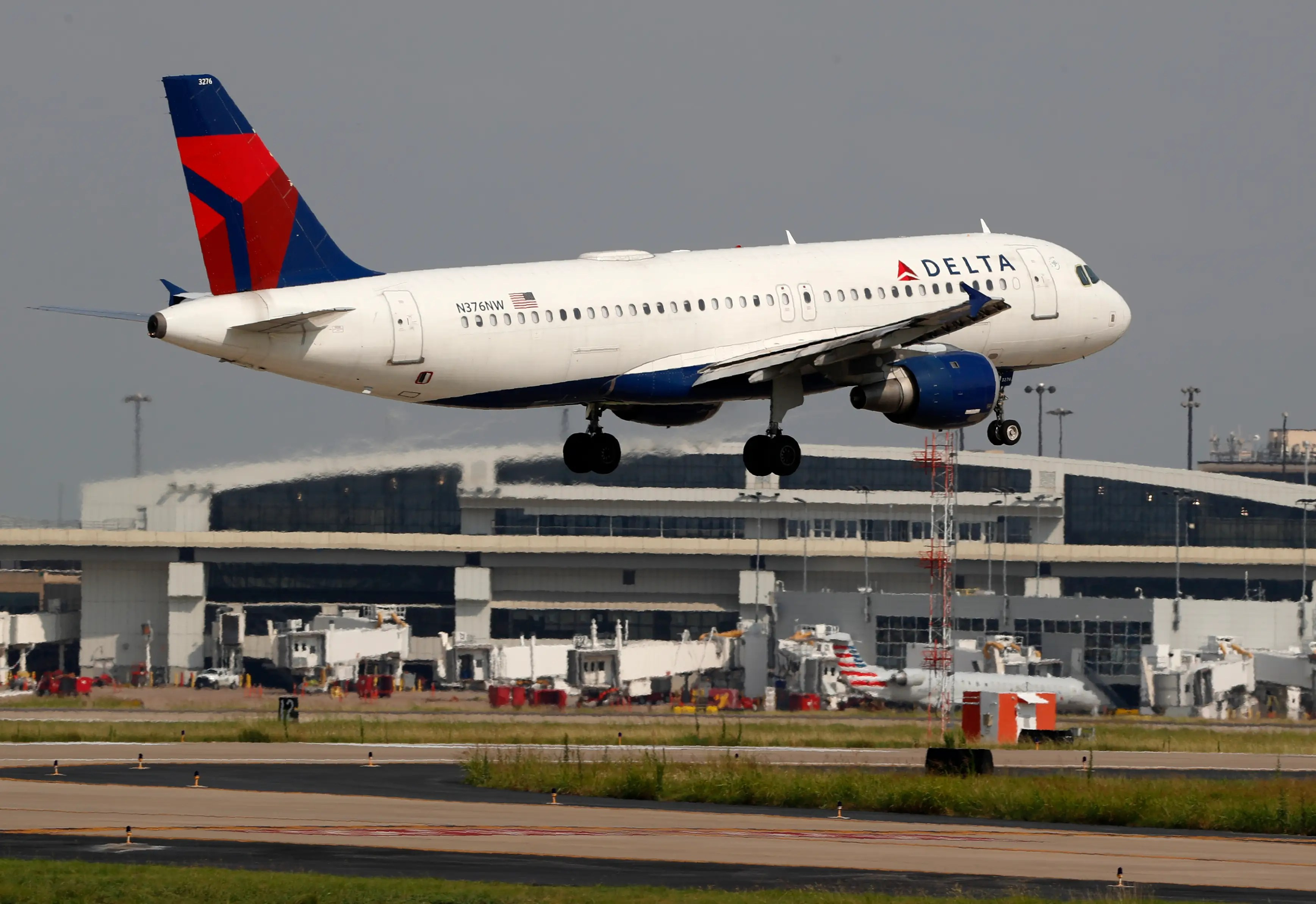 Coronavirus flight suspensions: Delta, American, United - Business ...