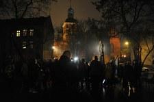 Gdańsk: Protest pod pomnikiem ks. Henryka Jankowskiego