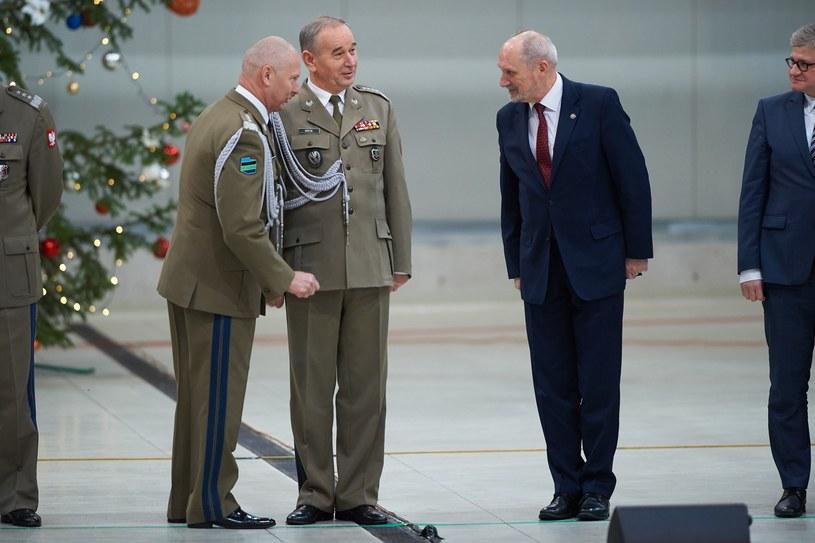 Generał Mirosław Różanski , generał Mieczysław Gocuł Antoni Macierewicz /Łukasz Szeląg /Reporter
