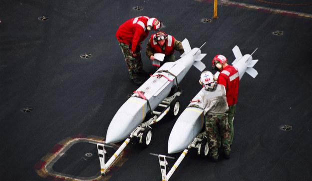Jeden z najlepszych środków przenoszenia głowic E - bomba AGM-154 JSOW                                             Fot. US Navy /materiały prasowe