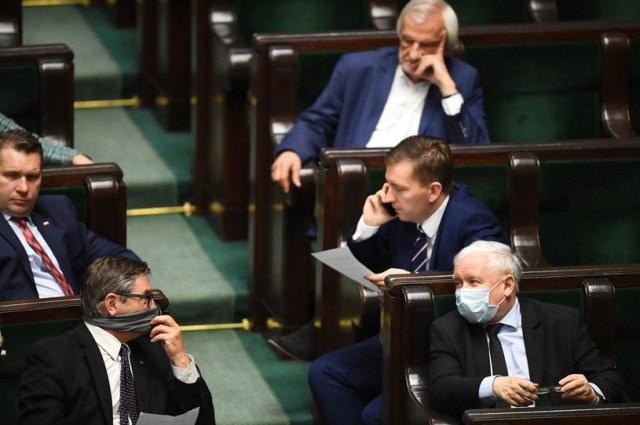 Politycy PiS w Sejmie podczas dodatkowego posiedzenia izby niższej 12.05.2020 / Radek Pietruszka   /PAP