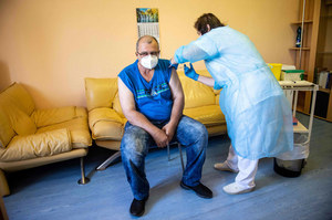 Slovakia: Media that some GPs advise against vaccination against COVID-19