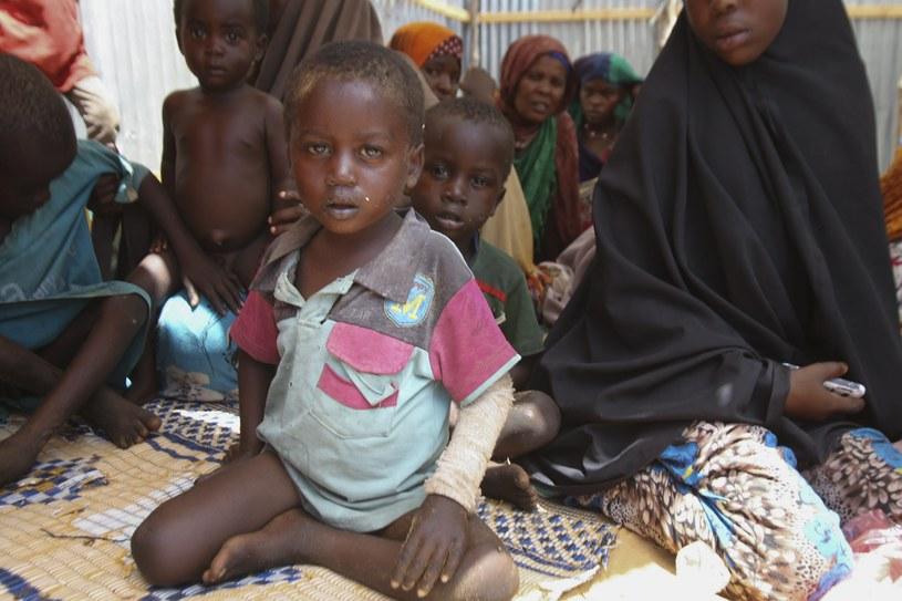 Somalijczycy cierpiący z powodu niedożywienia /SAID YUSUF WARSAME /PAP/EPA