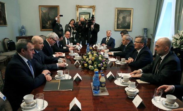 Spotkanie Bronisława Komorowskiego z Ołeksandrem Turczynowem /Tomasz Gzell (PAP) /PAP