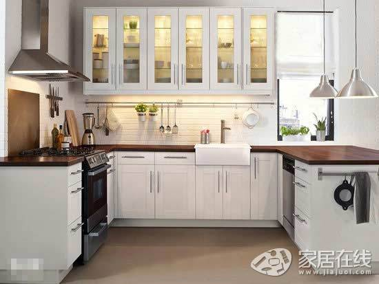 small kitchen rugs horizontal grain cabinets 10款简约小厨房从此做饭成为享受 图 厨房 家居在线 黑白色是永远的经典色 也是简约设计中的不败之选 在这个小厨房中 高亮的白色让空间显得更为宽敞洁净 吊灯 吸油烟机也是银色金属质感 为这个空间降温