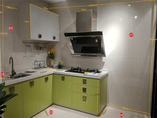 small kitchen remodels travertine backsplash 厨房改造需要注意哪些 索菲亚告诉你小厨房改造方案 家居在线 小厨房改造