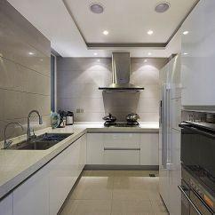 Kitchen Island Lighting Outdoor Covers 厨房设计一定要做好灯光照明 学习装修 家居在线 贴着吊柜底部用t5灯管做操作台面照明 射灯每隔30cm布置一盏3 5w的灯就好 如果厨房里有岛台的话 岛台的照明可参考餐桌