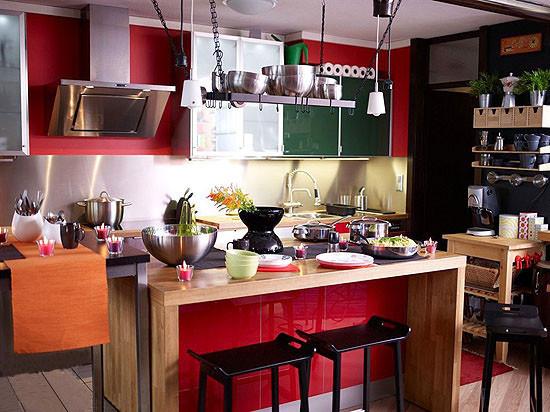 kitchen island table ikea aid appliance 烹饪有格调12个宜家风格小厨房 学习装修 家居在线 在极小的厨房空间 空间被满满的利用 无论从厨房家具的选择与添加还是从细节的设计 都势必要将小空间利用至极 最要提出的岛型操作台上方的搁架设计 从吊灯吸取