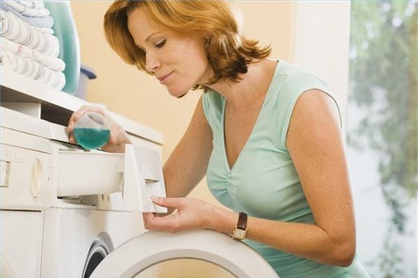 Dùng nước xả vải một lần xả để quần áo của bạn được thơm tho và sạch xà phòng ngay trong lần xả nước đầu tiên.