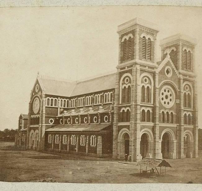 """Nhà thờ Đức Bà năm 1863. Tên chính thức """"Vương cung thánh đường chính tòa Đức Mẹ Vô nhiễm Nguyên tội""""."""