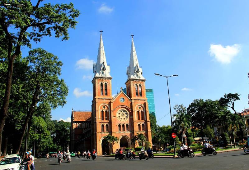 """Nhà thờ Đức Bà năm 1863. Tên chínaNgày nay đây là một công trình kiến trúc thật sự có giá trị rất lớn về mặt lịch sử và nghệ thuật kiến trúc xây dựng. thức """"Vương cung thánh đường chính tòa Đức Mẹ Vô nhiễm Nguyên tội""""."""