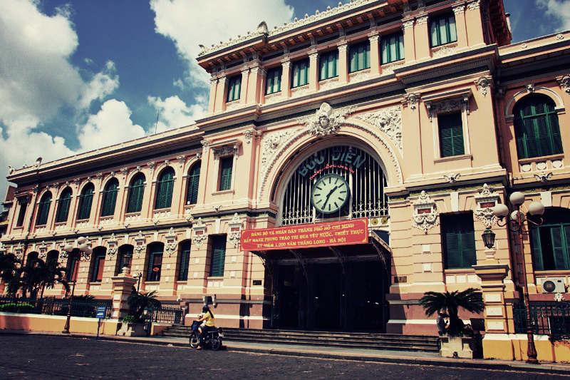 Bưu điện trung tâm Sài Gòn là một trong những công trình kiến trúc tiêu biểu tại Thành phố Hồ Chí Minh, tọa lạc tại số 2, Công trường Công xã Paris, Quận 1.