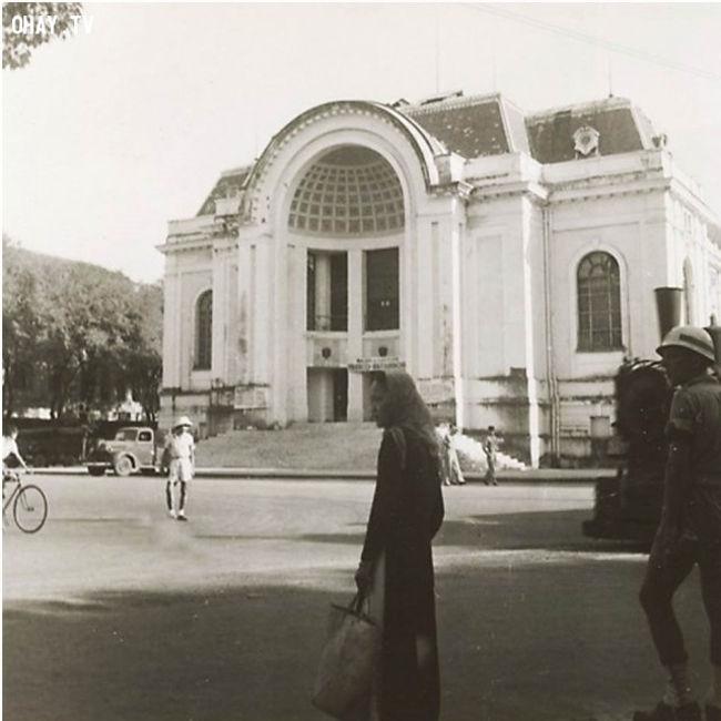 Nhà hát Thành Phố Hồ Chí Minh còn gọi là Nhà Hát Lớn.