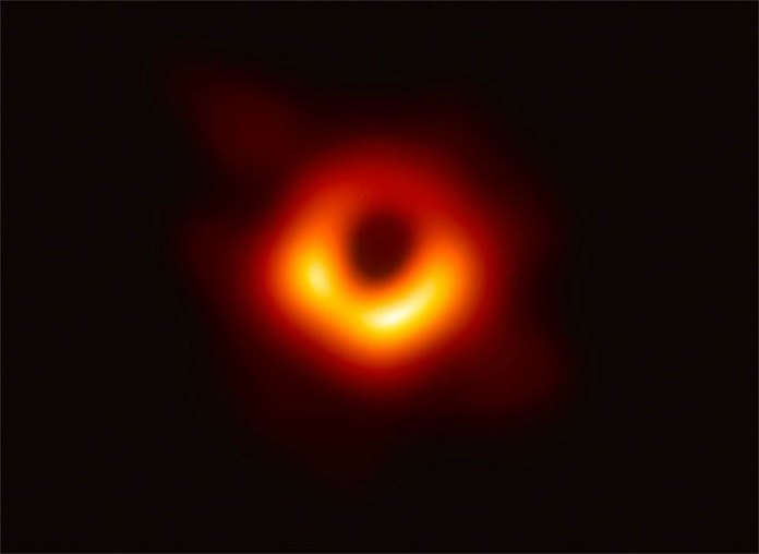 Hình ảnh đầu tiên của nhân loại chụp chân trời sự kiện quanh hố đen M87*.